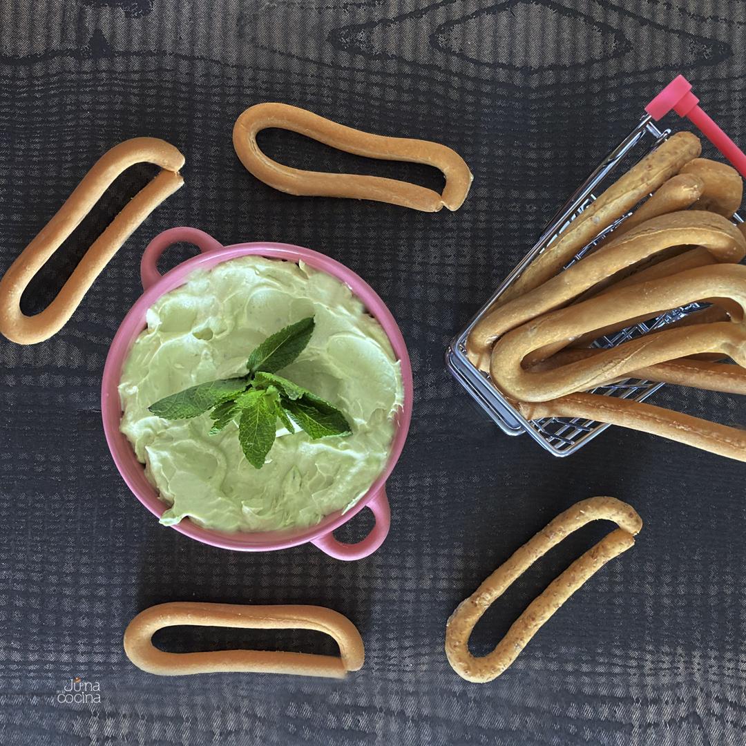 Receta de rosquillas con guacamole y queso crema, no podrás parar de comer